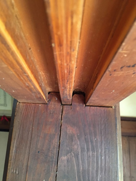鴨居の加工と柱に差込