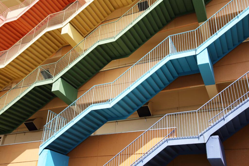 アパートの素と階段